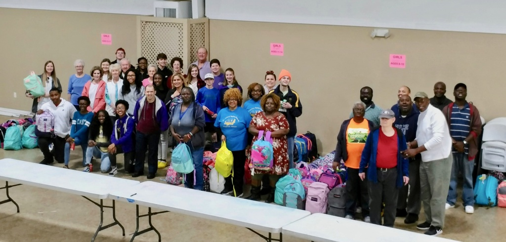 Christmas_Backpacks_Volunteering